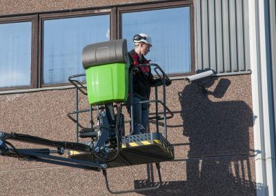 Leguan-135-spider-lift-on-the-wall-6